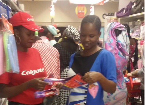 COLGATE IN-STORE ACTIVATION (3)