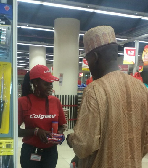 COLGATE IN-STORE ACTIVATION (5)